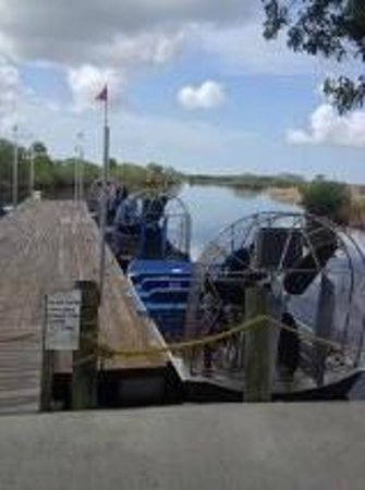 Capt Mitch's - Everglades Private Airboat Tours : Getting the boats ready for the day.