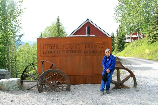 Kennicott Glacier Lodge: sign
