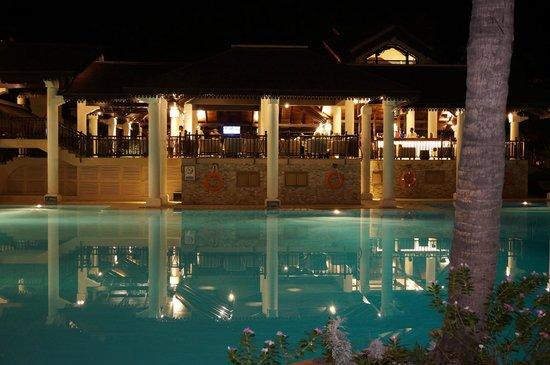 Sofitel Mauritius L'Imperial Resort & Spa : Bar