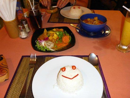 Luna Hut Restaurant : Reis mit verschienen Gemüse und ner Suppe