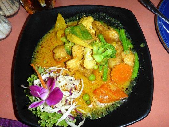 Luna Hut Restaurant : Hünchen in Thaicurry soße und Gemüse