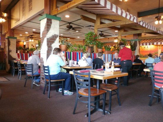 Ted's Cafe Escondido: Seating area