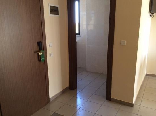 BEST WESTERN Rodian Gallery Hotel Apartments : прихожая