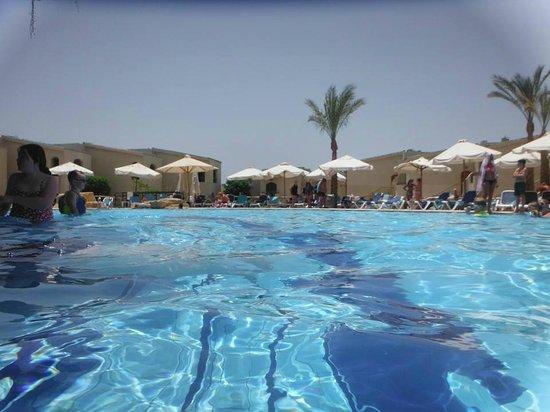 Island View Resort: Pool 1