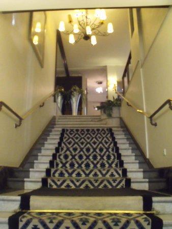 London Hotel : La montée des marches