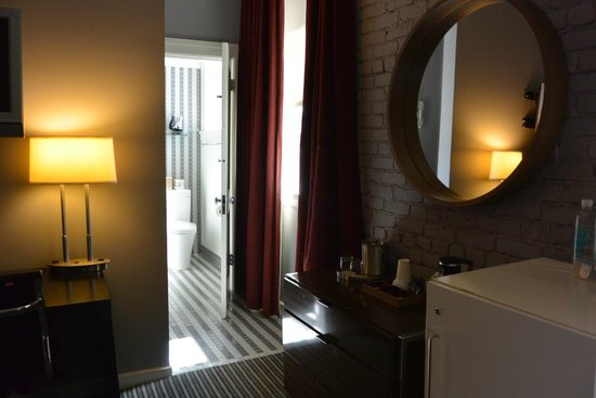 Hotel Union Square: View towards the bathroom