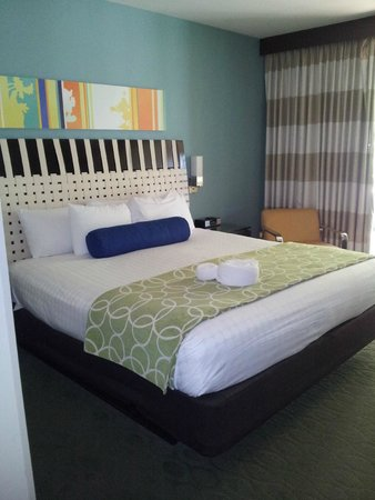 Bay Lake Tower at Disney's Contemporary Resort: Master bedroom - king size bed