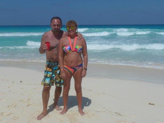 Crown Paradise Club Cancun: En la playa
