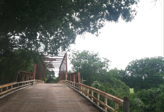 Clifton, TX: Bridge