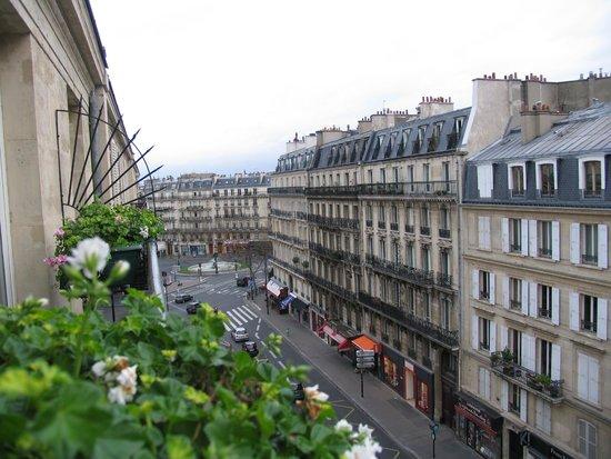 Hotel Elysa Luxembourg : вид из окна номерав в декабре, герань живая, + 18 на улице