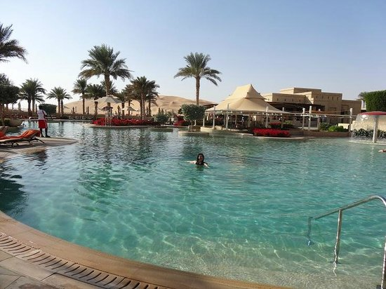Qasr Al Sarab Desert Resort by Anantara: pool
