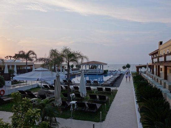 Villa Di Mare Luxury Suites : Overall view of hotel