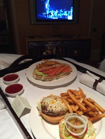 Wanda Vista Beijing : Très beau-bon burger / sandwiches