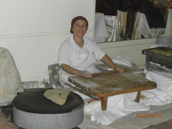Trendy Palm Beach: Angestellte beim zubereiten von Pfannenkuchen Kostenlos.