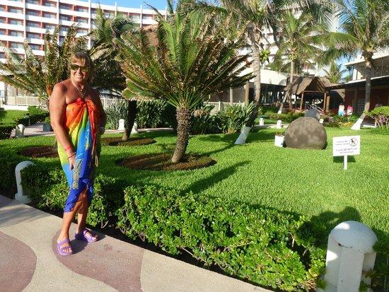 Crown Paradise Club Cancun: Hermosa zona parquizada