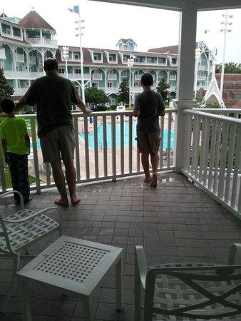 Disney's Beach Club Villas: Large balcony with quiet pool view - room 260