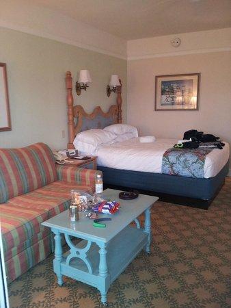 Disney's Beach Club Villas: Sofa bed with queen bed - deluxe studio