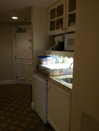 Disney's Beach Club Villas: Entry with kitchenette - frig, microwave, toaster