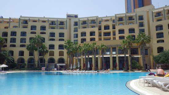 Hilton Malta: Front of hotel