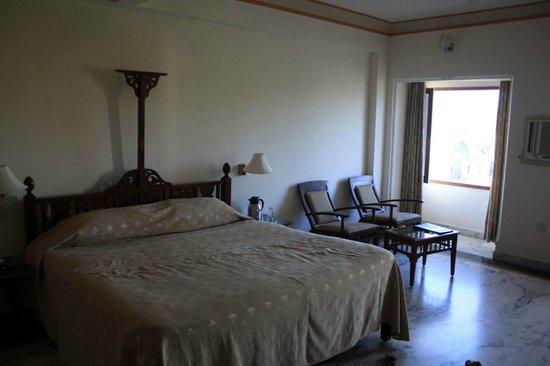 Rampratap Palace: room