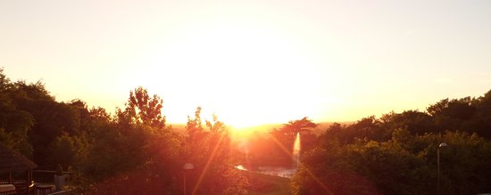 DoubleTree by Hilton Bristol South - Cadbury House : Sunset from the terrace bar