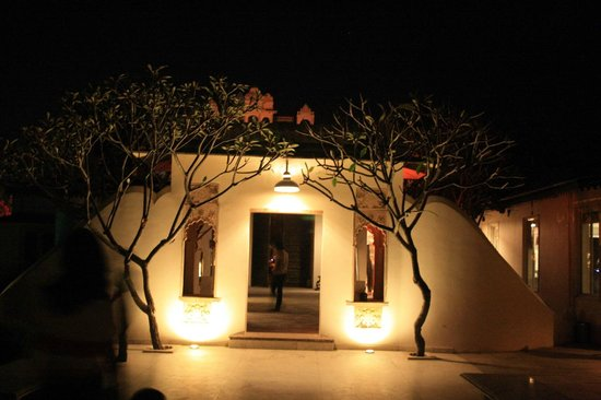 Rampratap Palace: entrance to the front restaurant