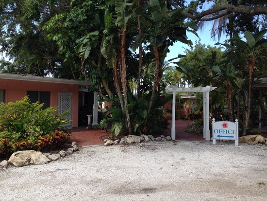 Siesta Key Bungalows : Front of our bungalow.