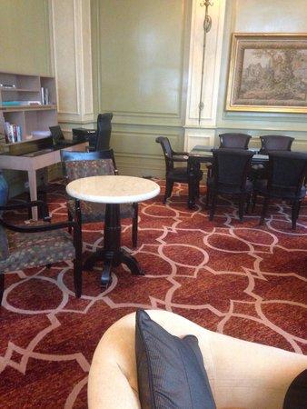 Mandarin Oriental, Kuala Lumpur : Club Lounge Complimentary Laptop Workstation & Printer