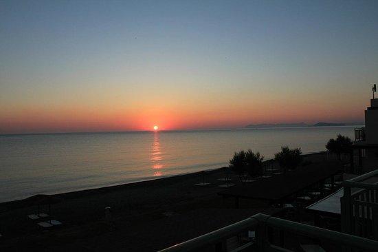 Grand Bay Beach Resort : lever du soleil vu de la chambre
