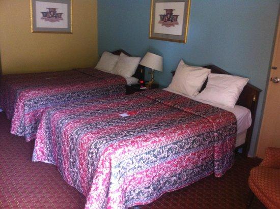 Econo Lodge Bradford : Clean Beds & Linens