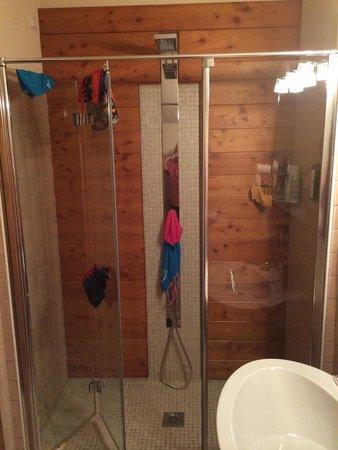 Hotel La Genzianella : Huge shower in junior suite Genzianella (excuse our stuff)