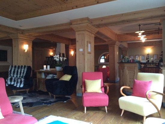 Hotel La Genzianella : Lobby/bar area