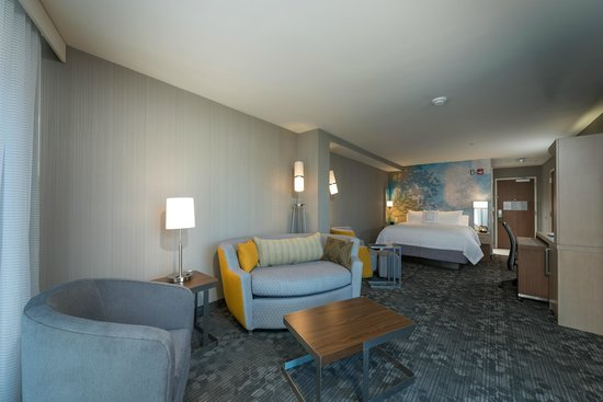 Courtyard Portland Downtown/Waterfront : Executive King