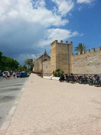 Alcudia Old Town: Old Town walls