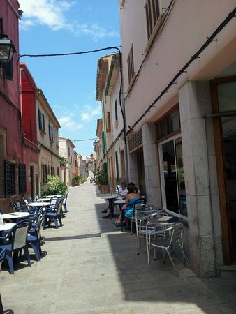 Alcudia Old Town: Old Town streets