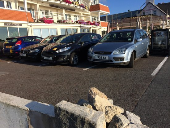 Cobo Bay Hotel: Parking 4 places
