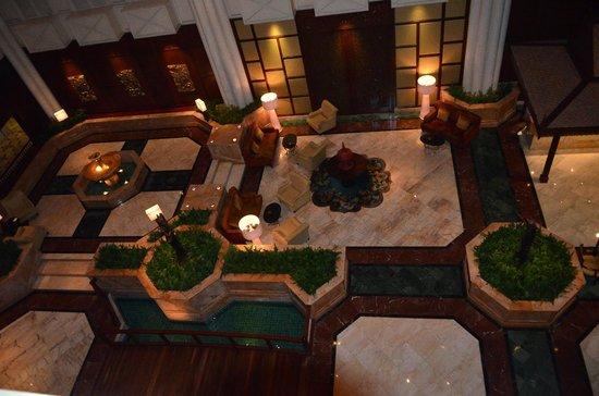 Shangri-La Hotel,Bangkok : Le hall de la Kungthep Wing