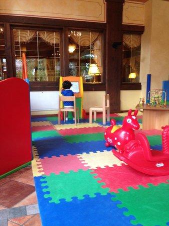 Hotel Piz Galin: Sala didattica con computer per bimbi