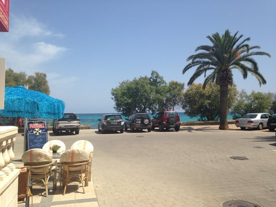 Playa Blanca Hotel : View from road walking from hotel