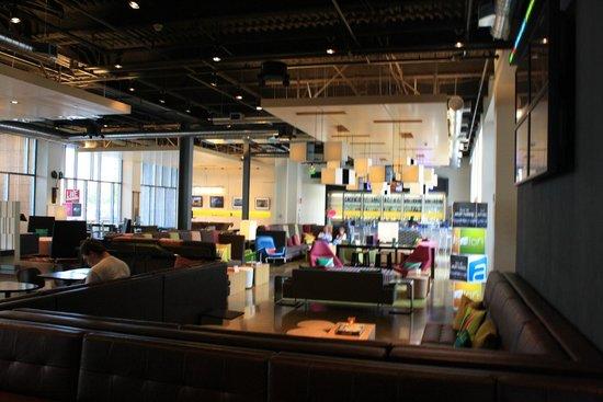 Aloft San Francisco Airport: lobby bar
