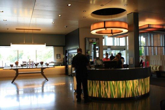 Aloft San Francisco Airport: lobby