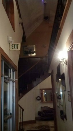 Main Street Manor: Separate entry for registered guests vs checking in or out entry