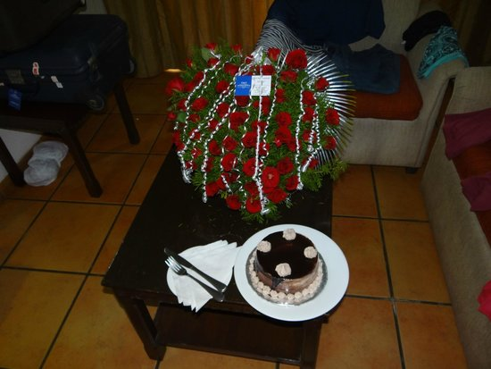 Lazylagoon Sarovar Portico Suites: Spepcial Cake and Bouqueet they arranged for us.