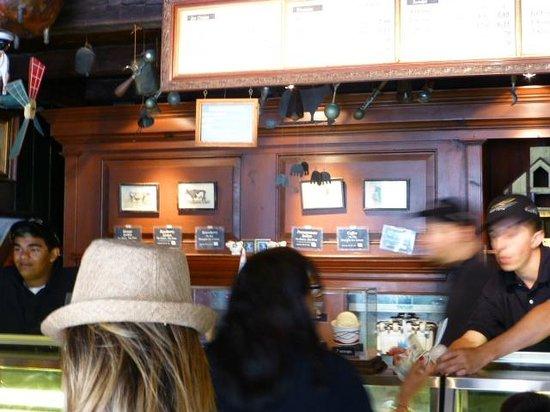 Halo Pub : Charming inside too