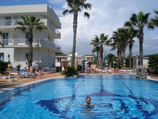Hotel Olimpico: piscina hotel