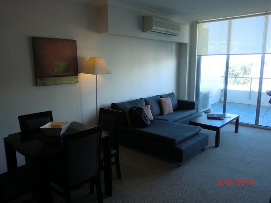 Macquarie Waters Hotel & Apartments: Sitting area of #507