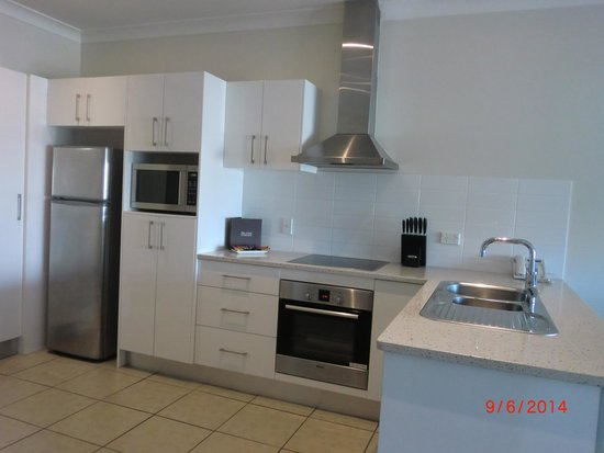 Macquarie Waters Hotel & Apartments: Full kitchen facilities in #507