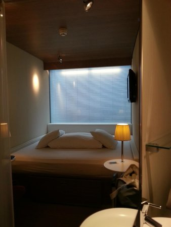 citizenM Amsterdam: guest room