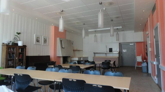 Bergen YMCA Hostel: Salle commune pour les repas
