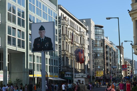 Fat Tire Tours Berlin: Checkpoint Charlie